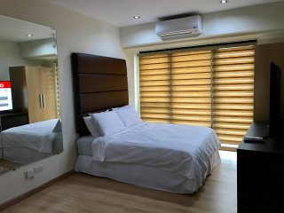 New & Cozy Deluxe Studio Condo Unit Knightsbridge Makati - Makati vacation rentals