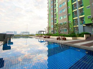 One Bedroom Apartment 200 metre walk to Bangkok Skytrain Station - Nonthaburi vacation rentals