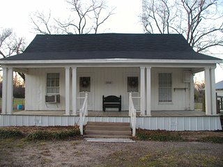 Nice House with Internet Access and A/C - Corsicana vacation rentals