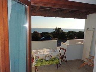 in casa singola a schiera, sul lungomare, una di 6 , spettacolare il panorama e - San Giovanni di Sinis vacation rentals