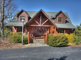 Cozy Cabin with Deck and A/C in Banner Elk - Banner Elk vacation rentals