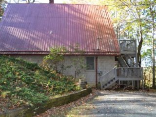 Lovely Cabin with Deck and A/C - West Jefferson vacation rentals
