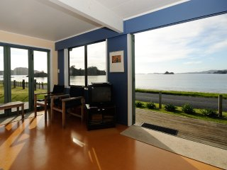 Oakura Bay beachfront family holiday house with kayaks - Hikurangi vacation rentals