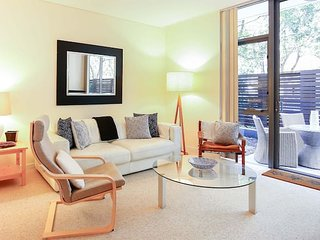 Modern One Bed Apartment close to Manly Beach - Balgowlah vacation rentals