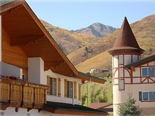 Zermatt Luxury Chalet - 3 Bedroom, 3 Bathroom - Resort Living - Image 1 - Midway - rentals