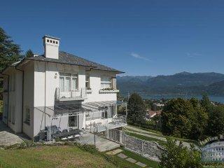 Villa in Lake Maggiore : Stresa / Lesa Area Villa Alvino - Stresa vacation rentals