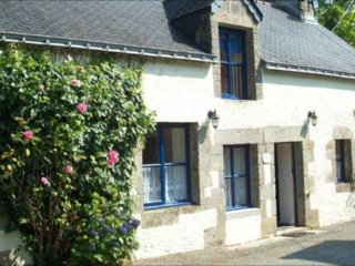 Nice 2 bedroom Plumeliau Gite with Internet Access - Plumeliau vacation rentals