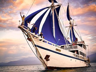 Private Traditional Phinisi Schooner Bali for Tour and Rent - Serangan vacation rentals