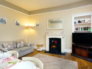 Cosy near centre Edinburgh apartment - Edinburgh vacation rentals