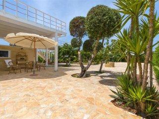 744 Villa with Large Garden in Torre Suda Gallipoli - Torre Suda vacation rentals