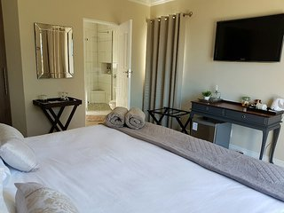 Nice Guest house with Shared Outdoor Pool and Satellite Or Cable TV - Port Elizabeth vacation rentals