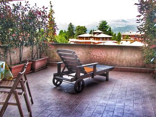 Lovely Condo with Balcony and Water Views - Stresa vacation rentals