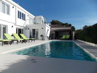 Bright 4 bedroom Villa in Marbella with Washing Machine - Marbella vacation rentals