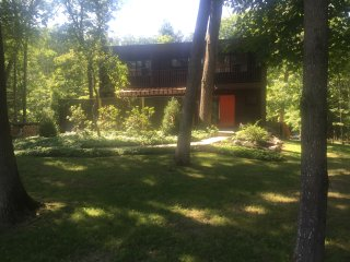 Classic Mid-Century Modern in Woodstock, 5 minutes from town. - Woodstock vacation rentals