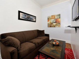 Cozy 2BR/1BA for 6 a few Minutes from Times Square - New York City vacation rentals