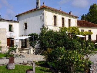 L'Abricotier, Le Moulin de Chazotte - Cherves-Richemont vacation rentals