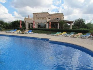 Fantastic rural country house for 19 people and large pool 20x10m in Campos. - Campos vacation rentals