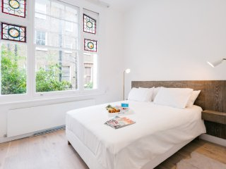 Kensington Lovely 2 Bedroom Apartment - ++ Best Internet Rates ++ LP4 - London vacation rentals