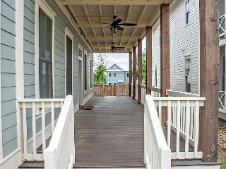 Carlton Landing! Large upper & lower decks & bedrooms, right on Firefly Park! - Longtown vacation rentals