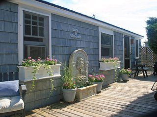 Bright 2 bedroom Cottage in Ocean Beach - Ocean Beach vacation rentals