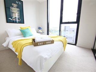 Boutique Apartment CBD 2BD 1BTH +views +carpark* - Melbourne vacation rentals