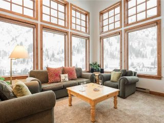 3 bedroom Condo with Fireplace in Snowbird - Snowbird vacation rentals