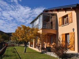 3 bedroom Condo with Internet Access in Estavar - Estavar vacation rentals
