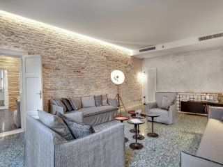 STUNNING MODERN APARTMENT IN THE HEART OF VENICE - Venice vacation rentals