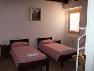 "Room & Breakfast ""Ostello degli Dei"" (Camera Venere) - Monzuno vacation rentals"