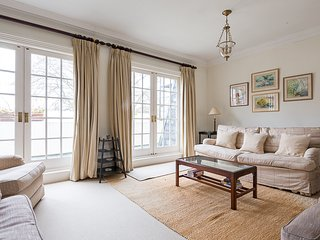 Eccleston Square, pro-managed - London vacation rentals