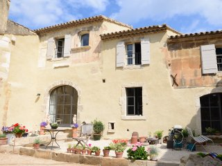 Restored C17th farmhouse in quiet hamlet - Maussane-les-Alpilles vacation rentals