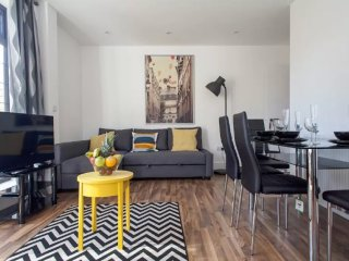 Central 4 Bedroom City Short Stays Apartment - London vacation rentals