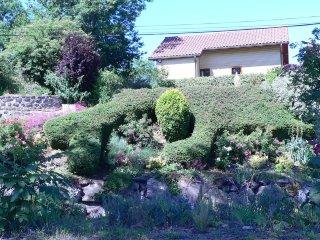 """Chalet """"Pinson"""" et sa vue imprenable sur les massifs du Sancy - Saint-Floret vacation rentals"""