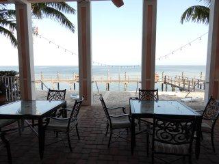 Resort Style FL Living! 1/1 Waterside Coquina Key furnished condo + Bonus room - Saint Petersburg vacation rentals