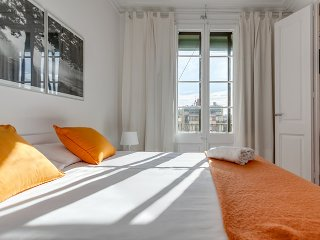 Lovely and sunny apartment  in Barcelona Centre - Barcelona vacation rentals