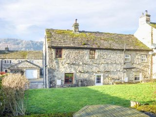 ROWAN COTTAGE, end-terrace, woodburning stove, great views, in Buckden, Ref 922786 - Kettlewell vacation rentals