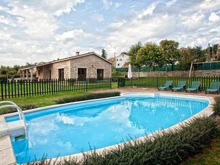 350 Beautiful villa with pool near Santiago - Santiago de Compostela vacation rentals