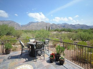 2 Bedr. SINGLE LEVEL corner Casita. Magnificent FULL DESERT and MOUNTAIN VIEW - Tucson vacation rentals