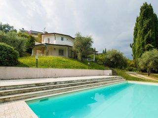 Beautiful 5 bedroom House in San Felice del Benaco - San Felice del Benaco vacation rentals