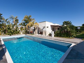 351 Villa with Pool in Torre dell'Orso - Torre Dell'Orso vacation rentals