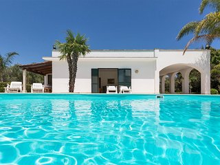 753 Villa with Pool and Garden - Maglie vacation rentals