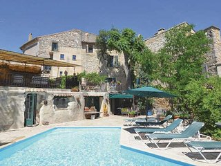 St Maximin villa Provence with pool, sleeps 9 - Saint-Maximin vacation rentals
