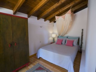 Cozy Villa with Washing Machine and Television - Marathi vacation rentals