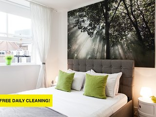 2 Nights at 15% OFF!*OXFORD CIRCUS!*QUIET*DeLuxe 3bed/2bath*BIG*LIFT* - London vacation rentals