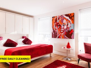 CLOUD88!*FANTASTIC 3BED/4BATH*FREE DAILY CLEANING*OXFORD STREET*DESIGN HOUSE*BIG - London vacation rentals