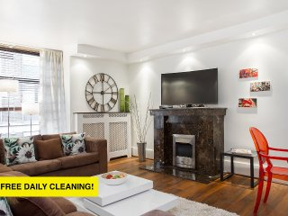 MYLADY*4 minutes to OXFORD Street*QUIET and SAFE*3bed2bath* LARGE LIVING ROOM - London vacation rentals