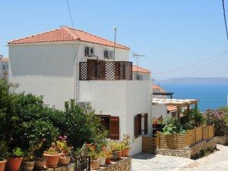 New 2 Bedroom Villa w/ pool. Walk to tavernas & shops in Plaka, & Almyrida beach - Almyrida vacation rentals