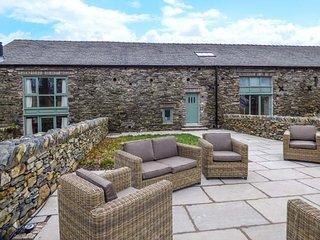 YEW COTTAGE, barn conversion, private garden, woodburner, WiFi, hot tub, nr Newby Bridge, Ref 938717 - Newby Bridge vacation rentals