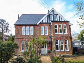 5 THE NAB HOUSE, two-floor apartment, ideal for families, Ref 943090 - Bembridge vacation rentals