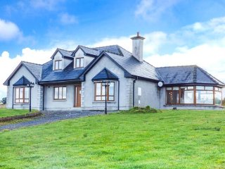 KESHCORRAN VIEW, detached, WiFi, beautiful countryside and views, Gorteen, Ref 951113 - Rathmadder vacation rentals